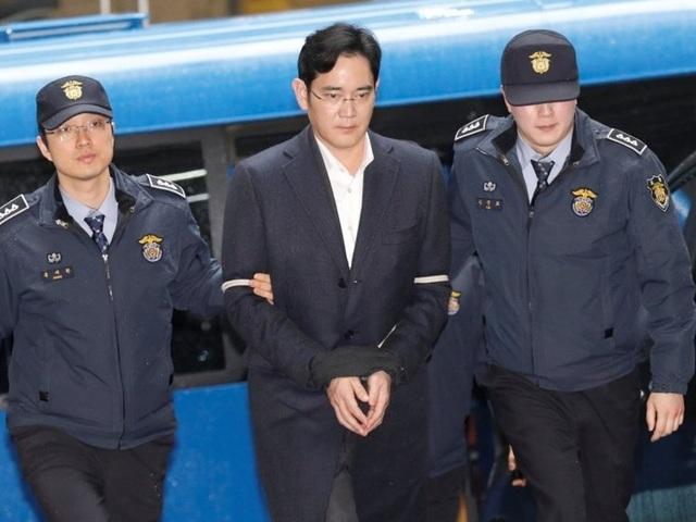 Samsung ngày càng vướng phải rắc rối khi Phó Chủ tịch Tập đoàn, Lee Jae Yong bị truy tố vì tội hối lộ và 4 tội danh khác vào hôm 28/2 vừa qua. (Nguồn: SA Breaking News)