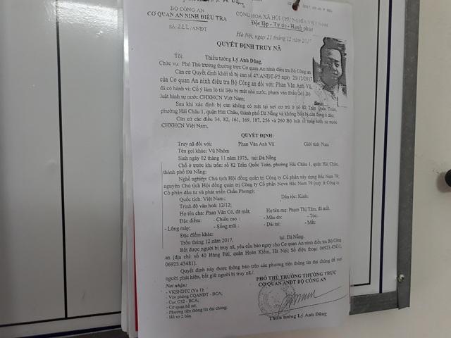 """Lệnh truy nã Vũ """"nhôm"""" được dán ở trụ sở UBND phường Hải Châu 1"""