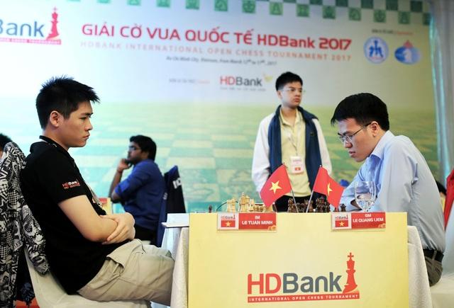 Lê Quang Liêm có trận hoà chiến thuật với Lê Tuấn Minh