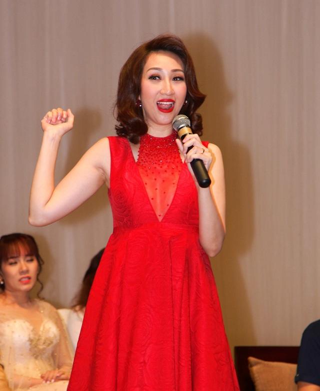 Trong chương trình, Lều Phương Anh còn trổ tài hát giống ca sĩ Ý Lan – giám khảo chính của chương trình này.
