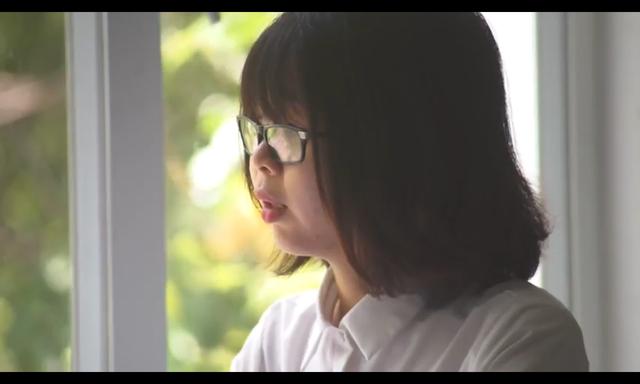 Lê Vân, 27 tuổi chia sẻ về quá khứ bị xâm hại tình dục của mình (Ảnh cắt từ Clip)