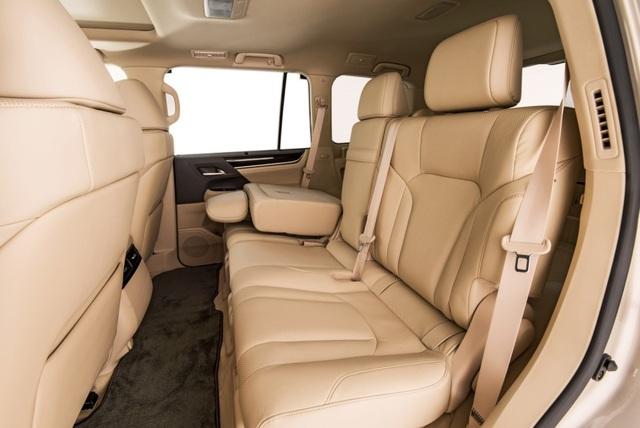 Lexus LX 570 có thêm phiên bản 5 chỗ - 3