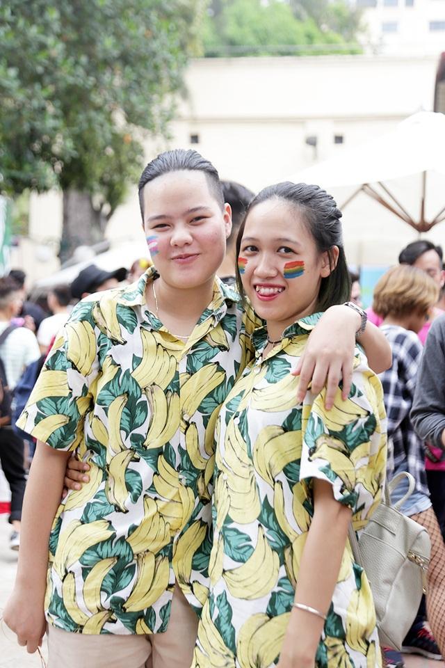 Kiều Thùy Linh và Vũ Thị Khánh Trang hào hứng trước những hoạt động tích cực của cộng đồng LGBT trẻ