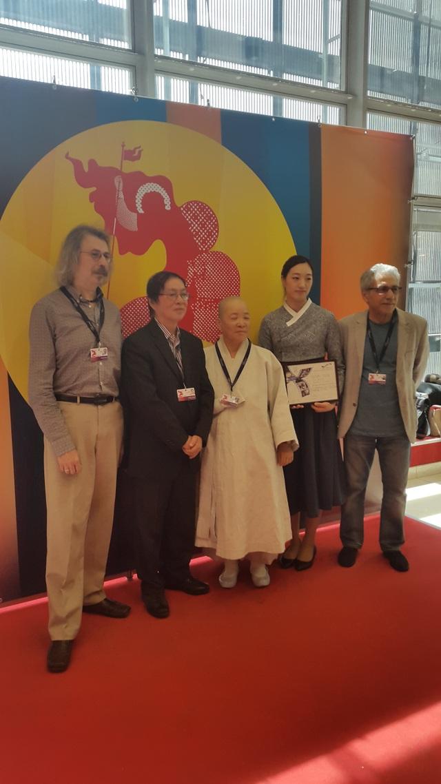 Ban giám khảo Giải NETPAC (Đạo diễn Đặng Nhật Minh đứng thứ 2 từ trái sang).