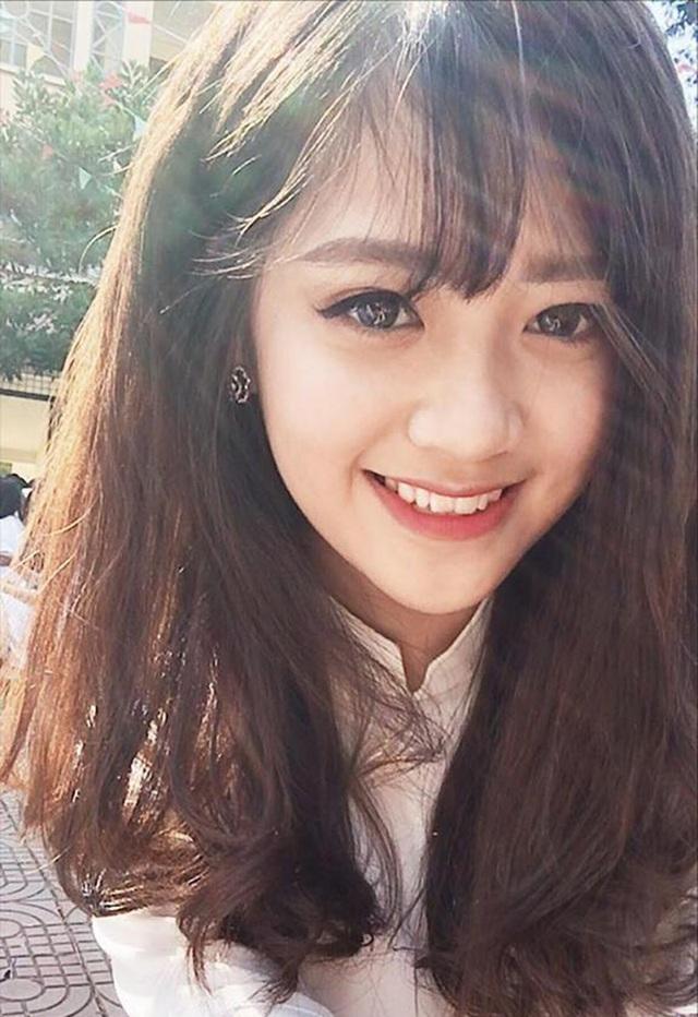 Lê Nguyễn Khánh Linh (sinh năm 1999, tại Lào Cai) là tân sinh viên ngành Quản trị kinh doanh Học viện Hàng không.