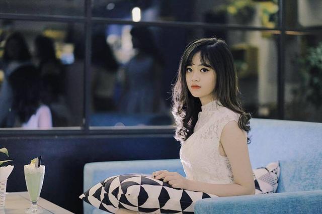 Với ngoại hình xinh xắn, Khánh Linh vừa xuất hiện trên một số fan page nổi tiếng trên mạng xã hội.