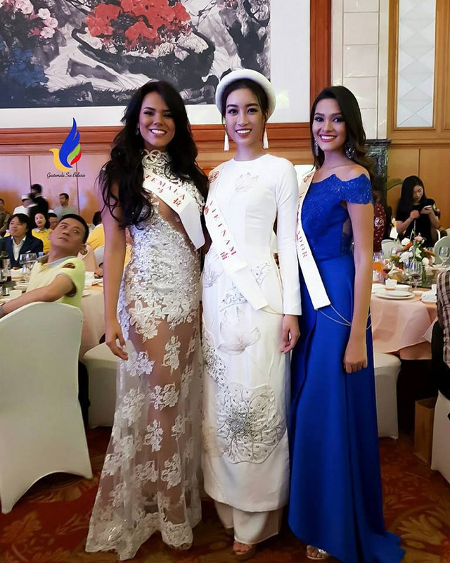 Mỹ Linh (giữa) bên đại diện của Guatemala (trái) và Ecuador.
