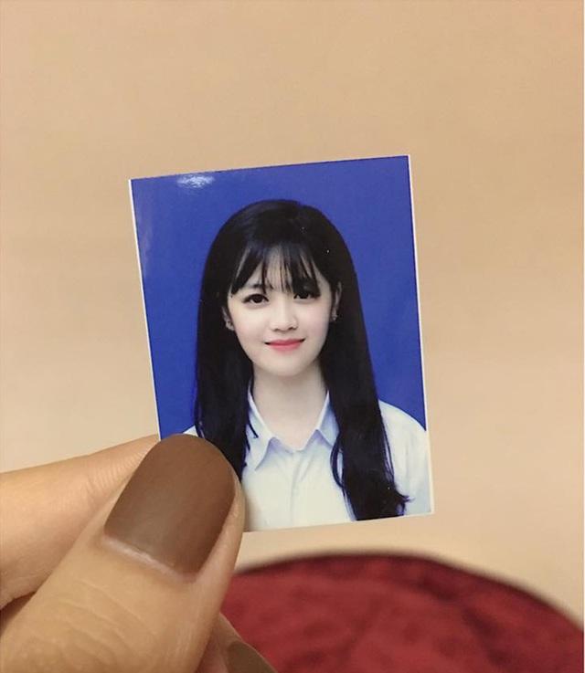Ảnh thẻ của cô gái đến từ trường THPT chuyên Lào Cai cũng được dân mạng chú ý vì quá xinh.