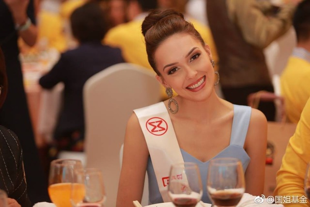Hoa hậu Mỹ Linh diện áo dài trắng trong tiệc từ thiện của Hoa hậu Thế giới 2017 - 9