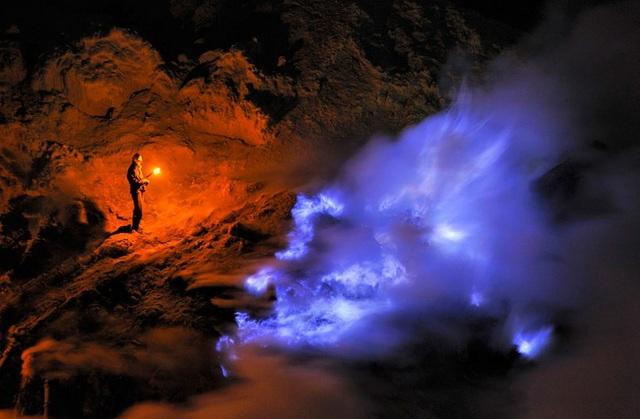 Bên trong núi lửa