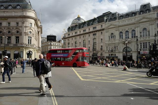 Khu vực quảng trường Piccadilly luôn đông đúc, náo nhiệt, đặc biệt là vào các dịp cuối tuần.