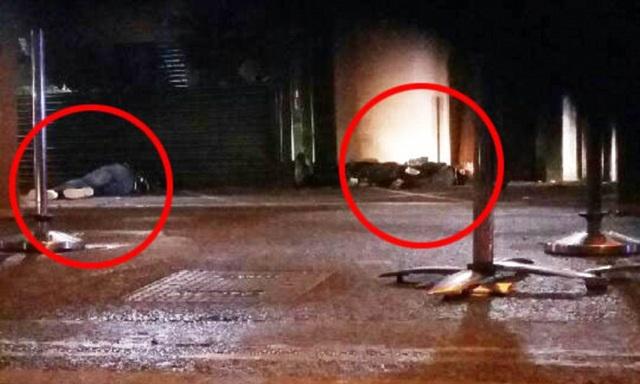 Các thi thể, được tin là các nghi phạm khủng bố, tại chợ Borough sau vụ tấn công (Ảnh: Dailymail)