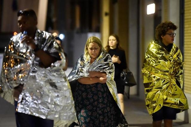 Gương mặt thất thần của mọi người sau vụ khủng bố (Ảnh: Reuters)
