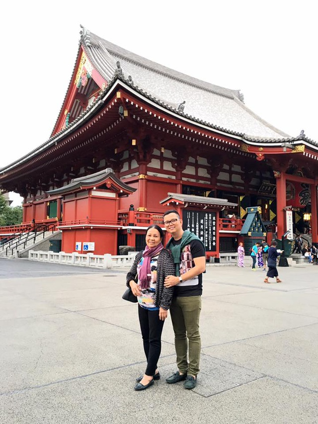 Đạo diễn Long Kan và mẹ.
