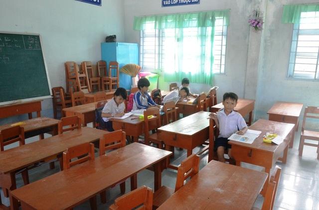 Buổi học vào sáng 27/9, không có học sinh lớp 2 nào đến lớp. Lớp 3 chỉ có 5 em đến lớp.
