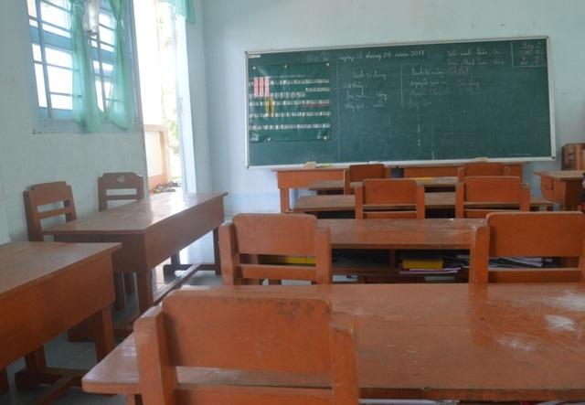 Đến ngày 28, 29/9, tất cả phụ huynh lớp 2, lớp 3 đều không có học sinh đến lớp để phản đối việc nhà trường cho ghép lớp mà không thông báo với họ từ đầu năm.