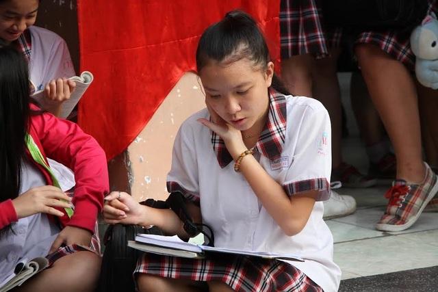 Thí sinh tại điểm thi Trường THCS Đống Đa (Bình Thạnh, TPHCM).