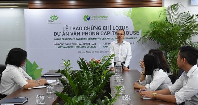 Ông Trịnh Tùng Bách - Giám đốc Ban Nghiên cứu và Phát triển Capital House phát biểu tại Lễ trao chứng chỉ LOTUS