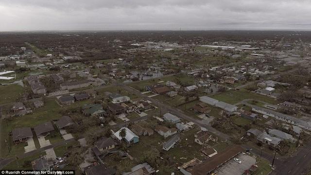 Một khu dân cư ven biển bị thiệt hại nặng nề do bão Harvey. Siêu bão đã phá hủy nhiều ngôi nhà trên đường nó quét qua. (Ảnh: Dailymail)
