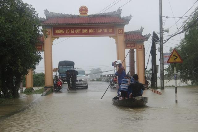 Tại Hưng Nhơn, xã Hải Hòa, nơi ngập sâu nhất khoảng 0,5-0,7m