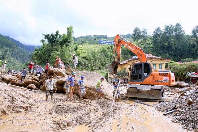 Nỗ lực tìm kiếm người mất tích trong lũ quét tại Yên Bái - 5