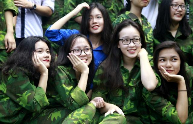 """Học sinh trường Lương Thế Vinh """"cực chất"""" với màu áo lính ngày khai giảng - 8"""