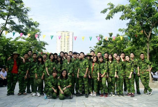 """Học sinh trường Lương Thế Vinh """"cực chất"""" với màu áo lính ngày khai giảng - 10"""