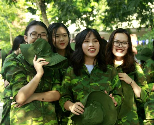 """Học sinh trường Lương Thế Vinh """"cực chất"""" với màu áo lính ngày khai giảng - 3"""