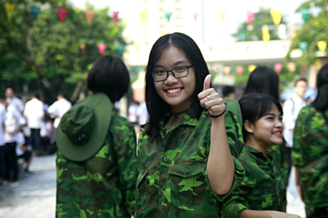"""Học sinh trường Lương Thế Vinh """"cực chất"""" với màu áo lính ngày khai giảng - 6"""