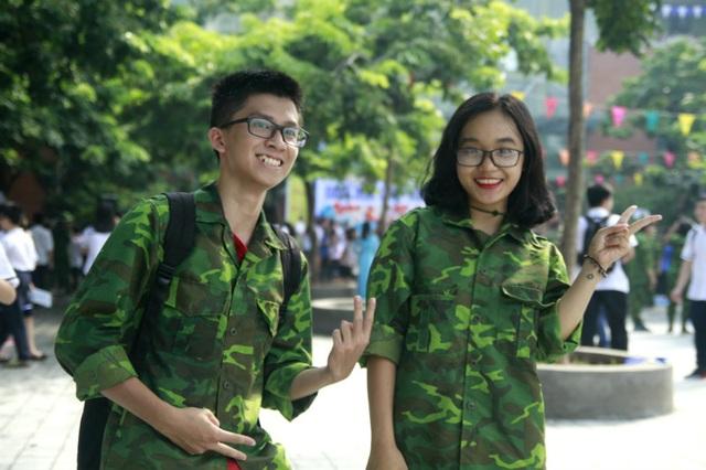 """Học sinh trường Lương Thế Vinh """"cực chất"""" với màu áo lính ngày khai giảng - 5"""
