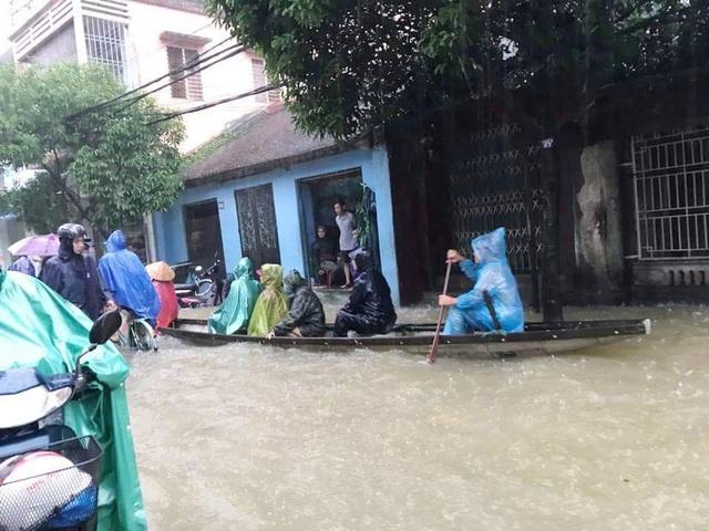 Ghe trên đường Nguyễn Du (ảnh: Z.Trương)