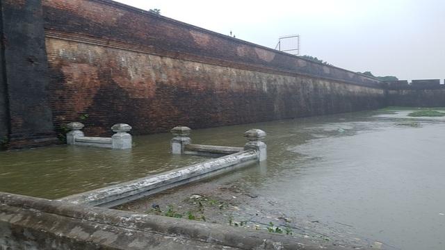 Các Hộ Thành Hào ven Kinh thành Huế đã đầy nước