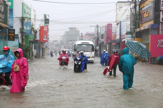 Giao thông đi lại khó khăn tại tuyến đường Bà Triệu
