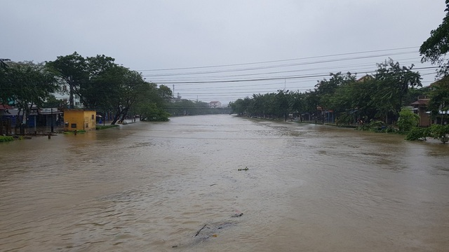 Sông An Cựu nước cuồn cuộn chảy