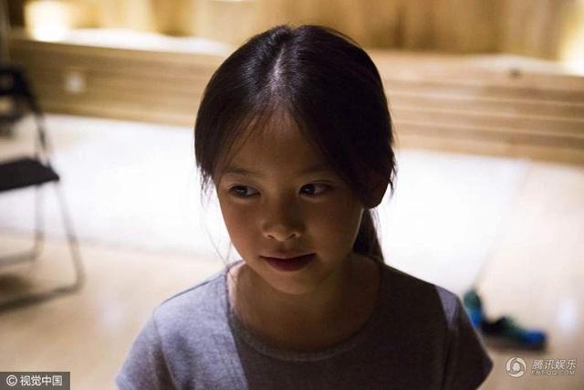 Con gái Lưu Đào sở hữu gương mặt hoàn hảo gần giống mẹ. Cô bé cũng có đam mê diễn xuất và ca hát.