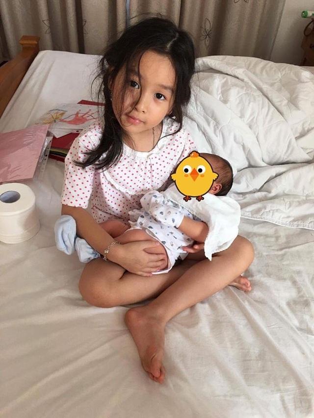 Hai nhóc tì đáng yêu của Lưu Hương Giang.
