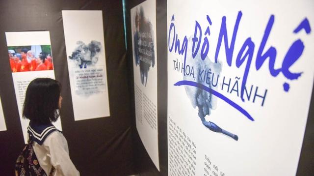 Một góc triển lãm với những dòng viết về thầy Văn Như Cương như một ông đồ Nghệ tài hoa, kiêu hãnh.