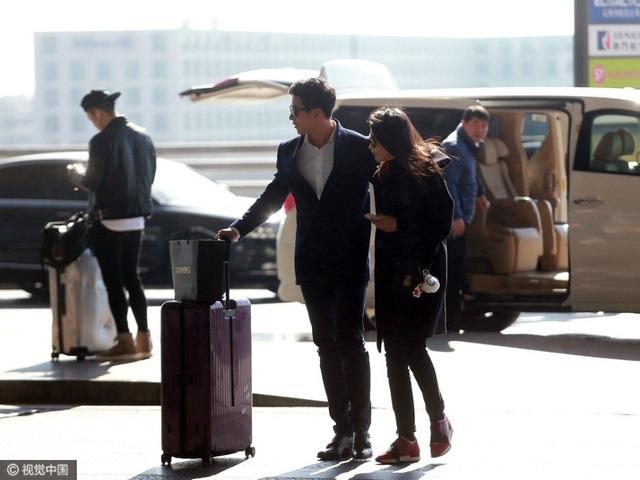 Ngày 13/2, Lý Băng Băng và bạn trai xuất hiện tại sân bay ở Bắc Kinh, Trung Quốc. Cặp đôi chuẩn bị lên đường sang Mỹ tham dự tuần lễ thời trang New York. Bạn trai của Lý Băng Băng kém cô 15 tuổi và là một doanh nhân trẻ.