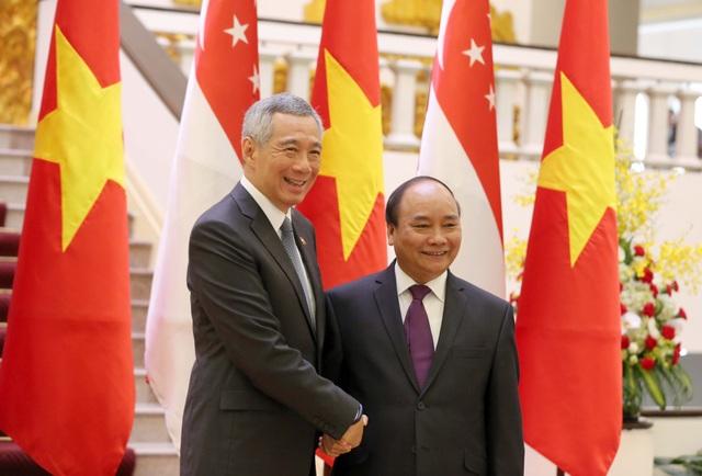 Tại cuộc họp báo sáng nay, hai Thủ tướng nhất trí cần tăng cường xây dựng lòng tin chiến lược, làm sâu sắc hơn nữa quan hệ Đối tác chiến lược Việt Nam-Singapore (Ảnh: Hữu Nghị)