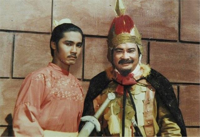 2 cha con nghệ sĩ Lý Huỳnh - Lý Hùng trong phim Thăng Long đệ nhất kiếm.
