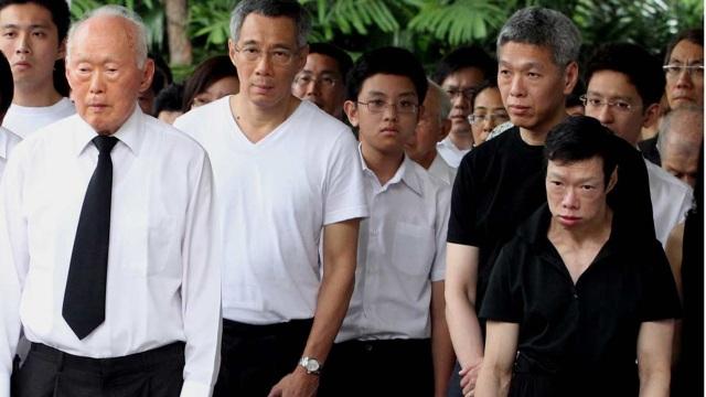 Cố Thủ tướng Lý Quang Diệu (ngoài cùng bên trái) và ba người con của ông (Ảnh: Straitstimes)