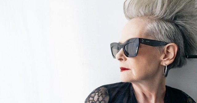 Trên trang cá nhân, bà Lyn từng viết: Trong cuộc sống hàng ngày, tôi thường nhận được những câu hỏi kiểu như: cô có làm việc trong ngành thời trang không vậy và vì thế, tôi nghĩ nếu như tôi thật sự bắt đầu học và tìm hiểu về thời trang, tôi sẽ đi được bao xa.