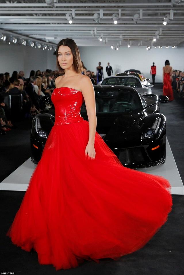 Nguyên dàn siêu xe trưng bày trong show diễn của Ralph Lauren tại tuần lễ thời trang New York ngày 13/9 vừa qua