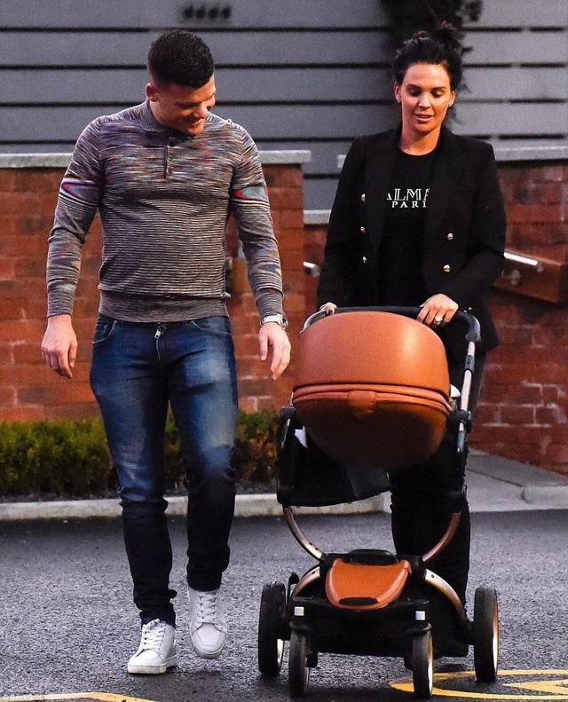 Đây là lần thứ 4 Danielle Lloyd sinh con nhưng mới là lần thứ 1 cô có con với bạn trai Michael ONeil