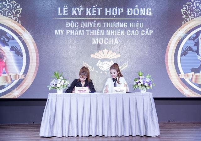 TGĐ. Bùi Thị Thu Hà ký kết hợp đồng độc quyền thương hiệu MOCHA với các nhà phân phối