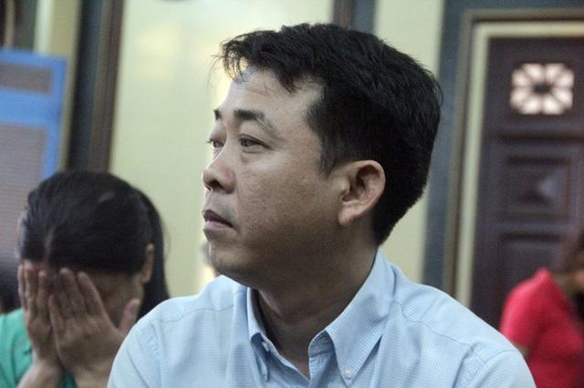 Bị cáo Nguyễn Minh Hùng tại phiên tòa sáng nay 20/10.