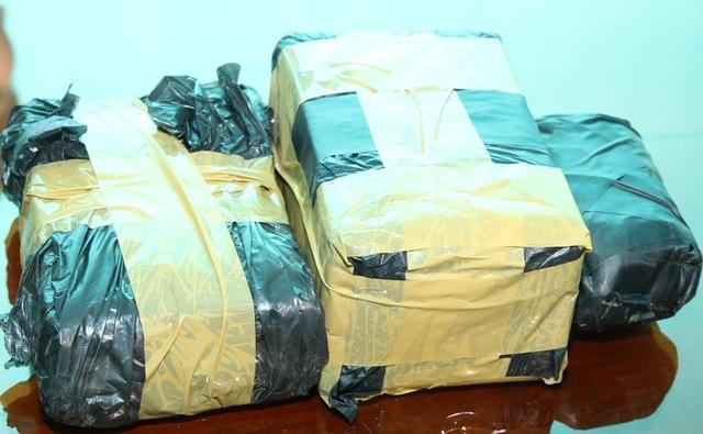 Số ít trong số lượng ma túy tang vật vụ án bị thu giữ (ảnh: Công an Hà Nam)