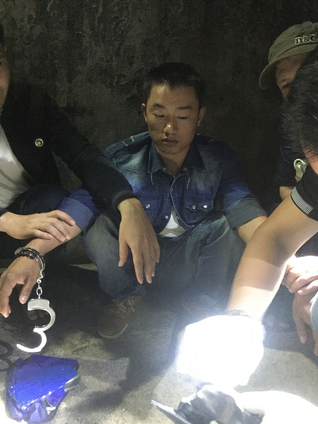 Đối tượng Võ Văn Sơn cùng tang vật bị bắt giữ. (Ảnh T.T)