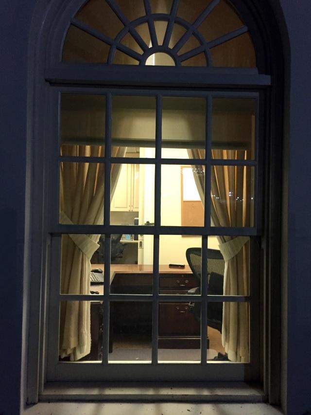 Nhà Trắng tĩnh lặng đến lạ thường trong đêm cuối cùng của Tổng thống Obama.