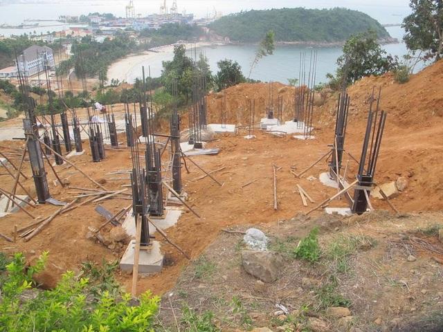 Mặc dù chưa được cấp phép nhưng chủ đầu tư đã cho làm 40 móng biệt thự trên Bán đảo Sơn Trà
